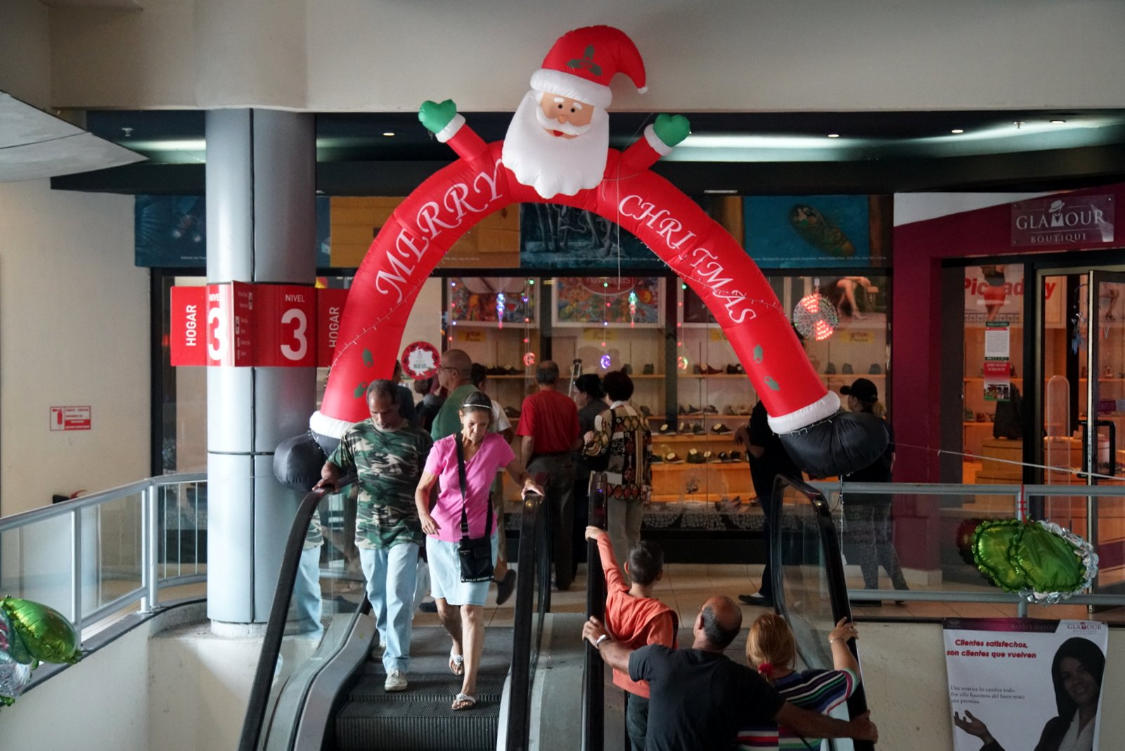 Christmas In Cuba.Christmas Fever Hits Cuba But Gifts Elusive For Many