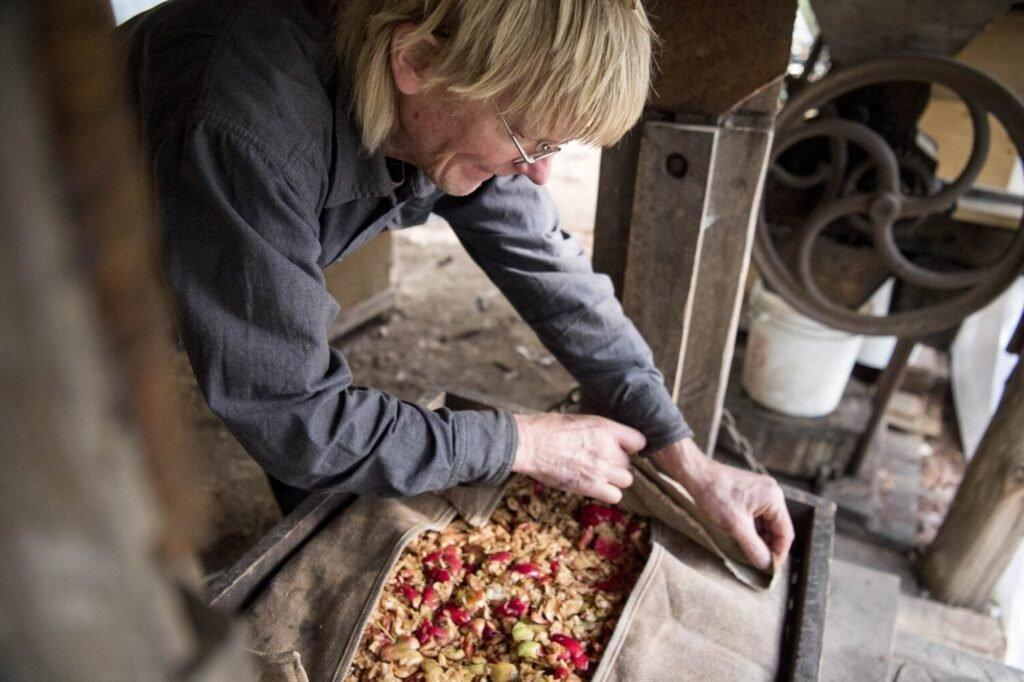 Duane Hanson presses his homegrown apples into cider at his homestead in T5 R7 in the Unorganized Territories on Sept. 17, 2019. Image by Michael G. Seamans. United States, 2019.