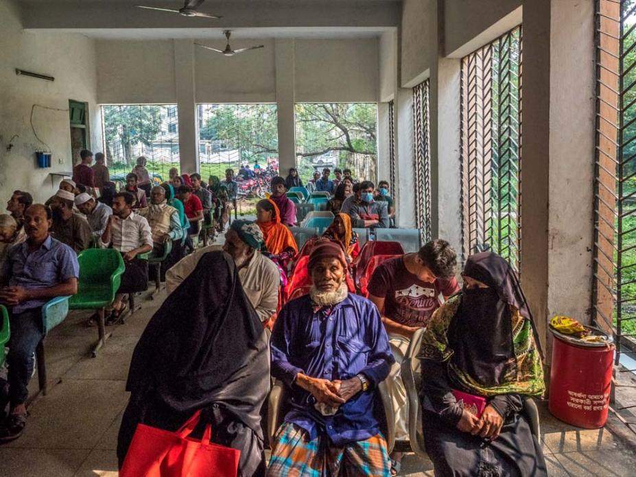 Patients wait to see doctors at the Asthma Center of the National Institute of Diseases of the Chest and Hospital in central Dhaka. Image by Larry C. Price. Bangladesh, 2018.