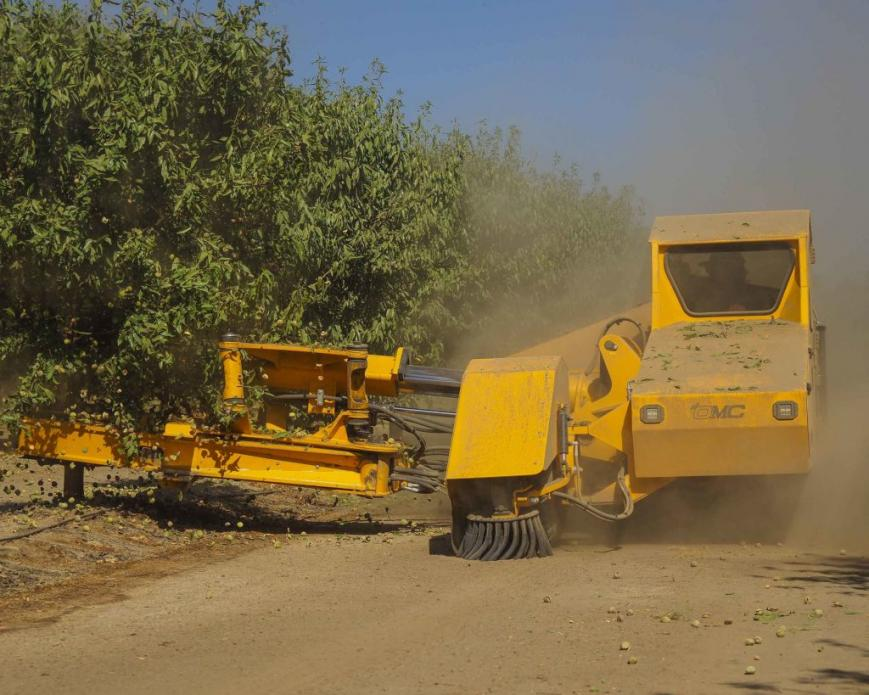 Less dusty harvesting methods exist, but they require expensive investments in new machinery. Image by Larry C. Price. California, 2018.