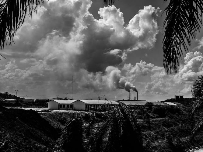 The palm-oil mills in Kandis emit smoke 24 hours a day. Image by Xyza Cruz Bacani. Indonesia, 2018.