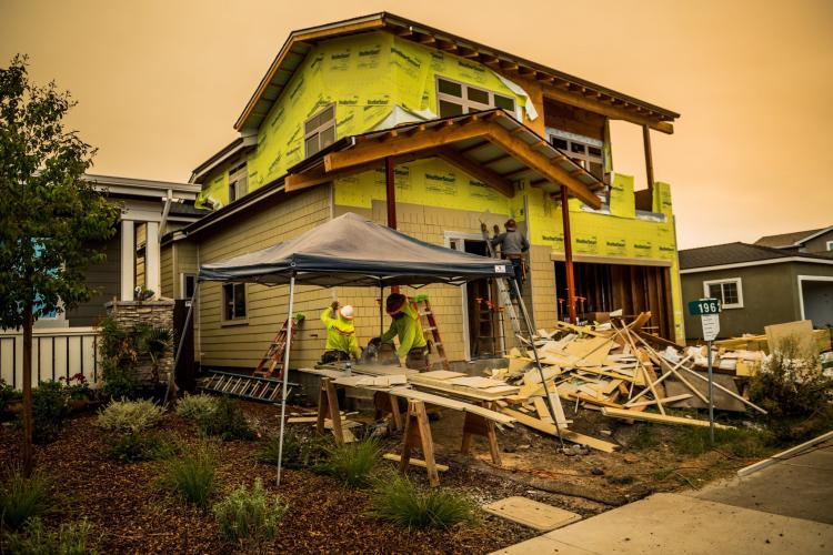 SANTA ROSA, CALIF. Homes are being rebuilt in Coffey Park, a community destroyed by the Tubbs Fire. Image by Meridith Kohut. United States, 2020.