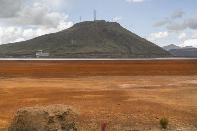 The bright orange Quiulacocha tailings dam, named for the adjacent town. Image by Ricardo Martínez. Peru, 2017.