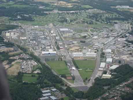 Atomic Weapons Establishment at Aldermaston, 2009. Image by Ivaneol from Wikicommons. United Kingdom, 2009. Some rights reserved. (CC BY-SA 3.0)