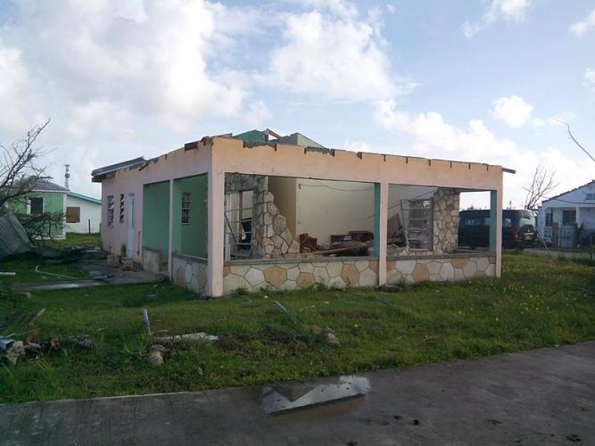 A badly damaged building. Image courtesy Bennylin/CC BY-SA 4.0. Barbuda, 2017.