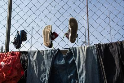 Clothes and shoes hung up to dry in Albergue Para Migrantes Chahuites migrant shelter in Chahuites, Mexico, on April 25, 2016. Image by Martin do Nascimento for Texas Tribune. Mexico, 2016.