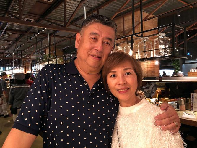 Mike Chen and his wife, Grace, shopped in Addiction Aquatic Development, a Taipei a food hall. Image by Melissa McCart. Taiwan, 2018.