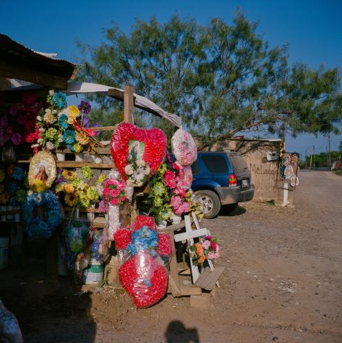 A flower stand is seen in September 2020 near the cemetery that houses the plot for Oscear Sineon Reyas Limas, who was killed by Mexican marines and whose body was found in the desert. Image by by Christopher Lee. Mexico, 2020.