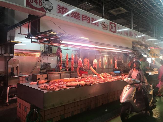 The indoor/outdoor markets in Luodong are open day and night. Image by Melissa McCart. Taiwan, 2018.