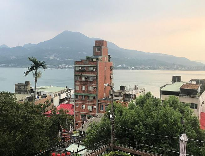 The view of Taipei Basin from Red Castle restaurant in New Taipei City. Image by Melissa McCart. Taiwan, 2018.