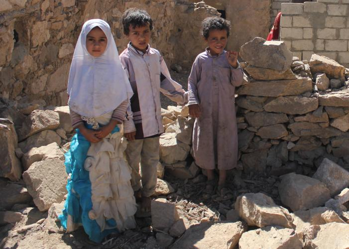 Children stand in the rubble of houses destroyed during a raid by U.S. Navy SEALs in the village of al Ghayil. Image by Iona Craig. Yemen, 2017.