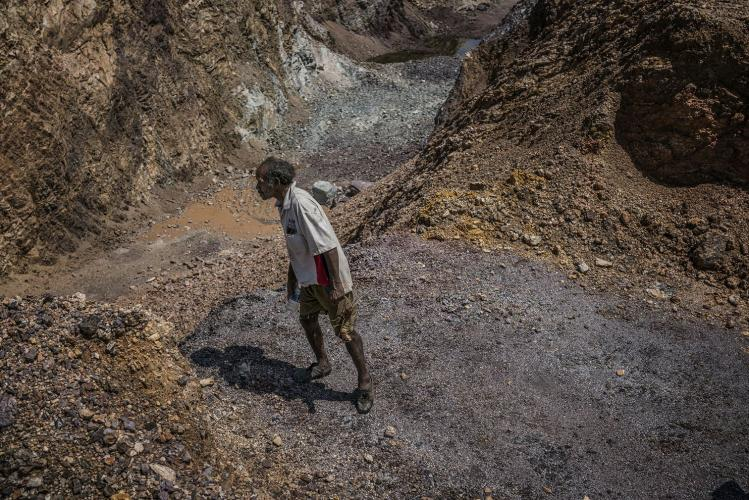 Johan Tahun looks into the main pit of the manganese mine that opened in 2016. Image by James Whitlow Delano. Malaysia, 2019.